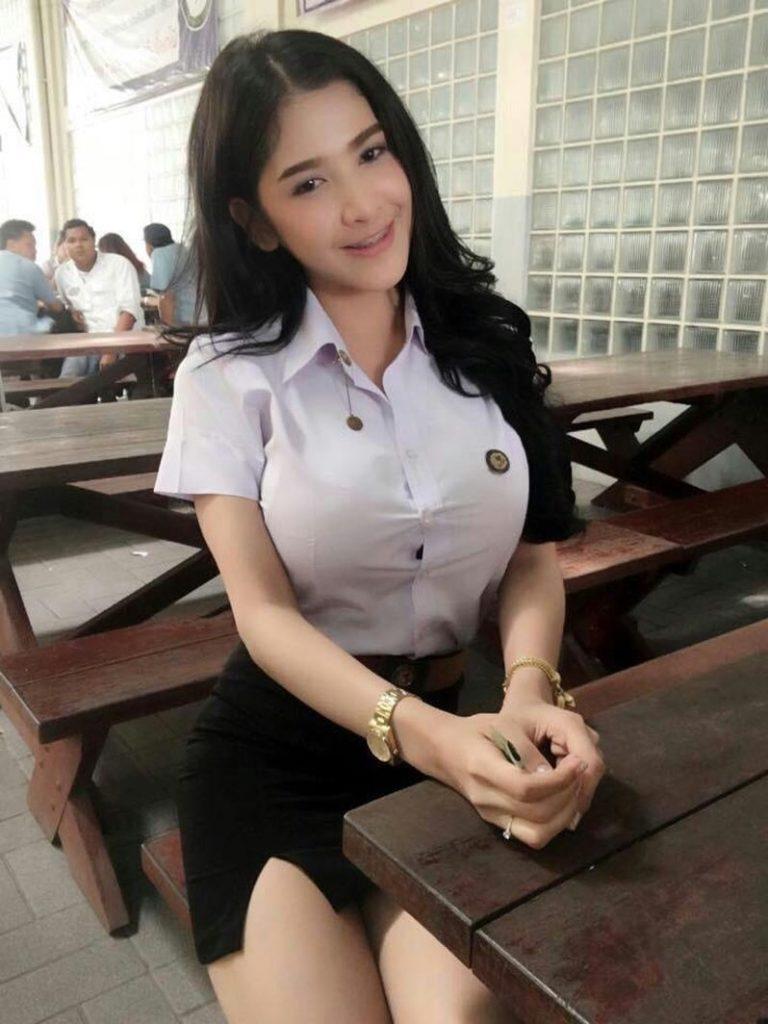 【画像あり】タイの女子大生の制服、パンツくらい見えても平気です(`・д・´)キリッ・4枚目