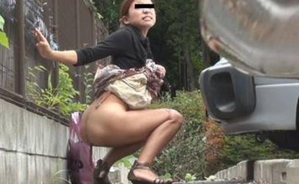 【※盗撮※】我慢できずに羞恥心を失った女たちをご覧下さい。・4枚目