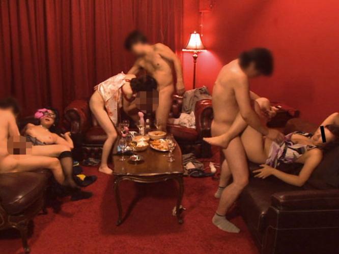 【※流出※】大学サークルの飲み会でとんでもない失態を犯した学生たちをご覧下さい(画像あり)・4枚目