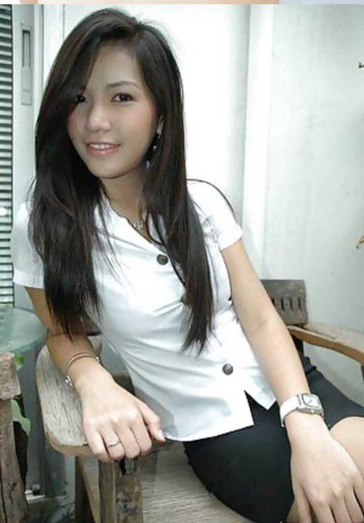 【画像あり】タイの女子大生の制服、パンツくらい見えても平気です(`・д・´)キリッ・5枚目