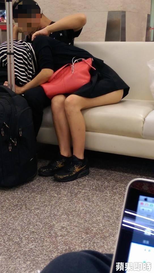 日本AVの影響で電車内で性行為するカップルが続発してるらしいwwwwwwwww・7枚目