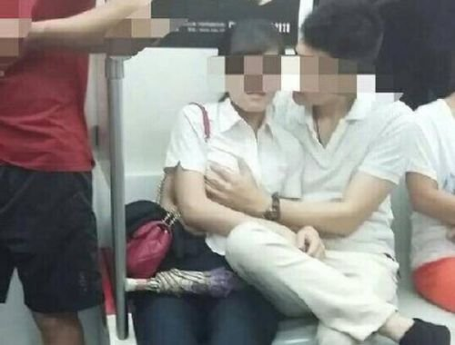 日本AVの影響で電車内で性行為するカップルが続発してるらしいwwwwwwwww・11枚目