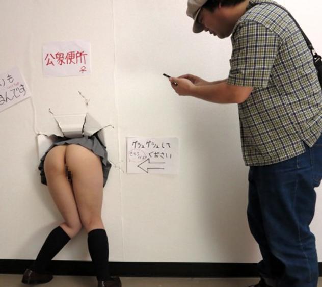 【※悲報※】キチガイ女の記念撮影画像、無事拡散してしまう(画像あり)・6枚目