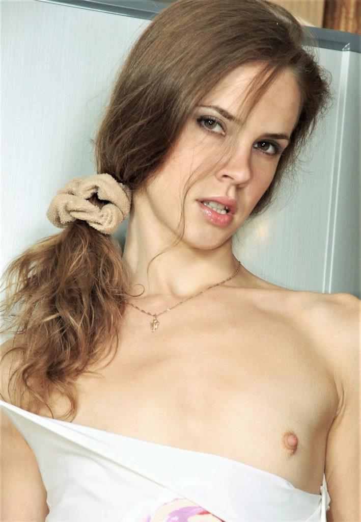 白人×貧乳が集まる最強画像スレ、女体エロ杉・・・絶句した。(※画像あり※)・7枚目