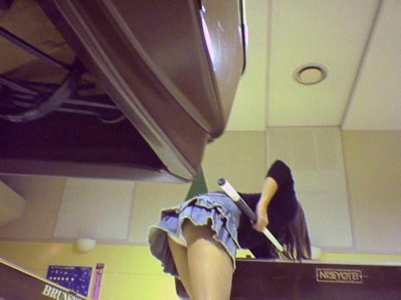 【※マンコ注意※】ビリヤード中に挑発してくる女の子(画像28枚)・10枚目