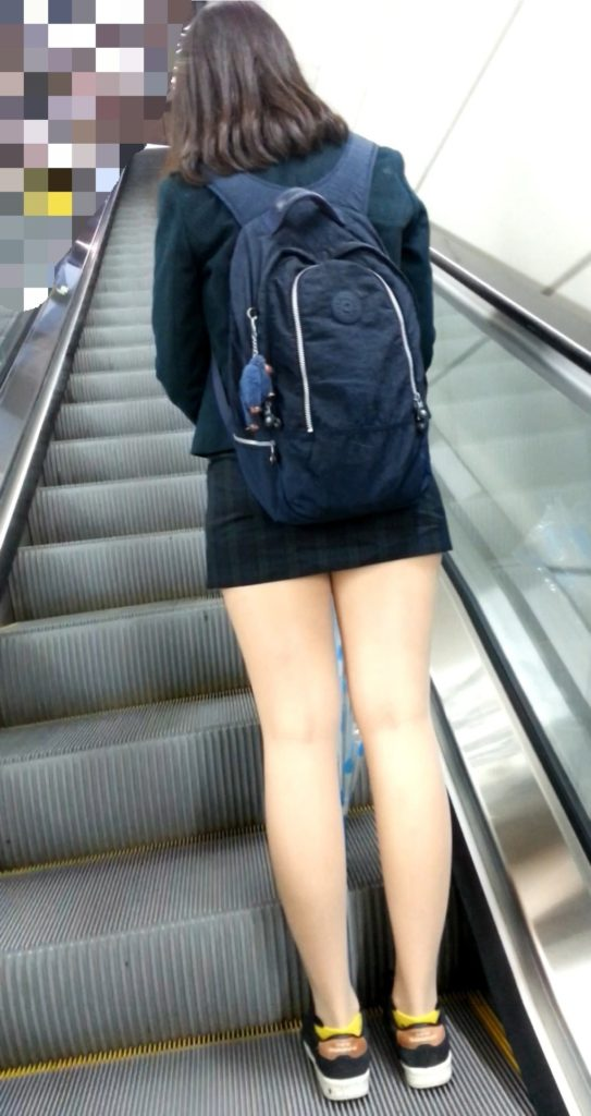 【※有能】タイトミニの制服がエロい韓国JKがぐうシコwwwwwwwwwwwwww(画像あり)・10枚目