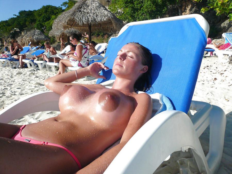 【勃起不可避】ヌーディストビーチにいた美少女がエロすぎるんだがwwwwwwwwwww(画像31枚)・15枚目