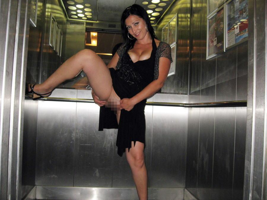 【エロ画像】エレベーターに乗り込むときの恐怖がこちら・・・・16枚目