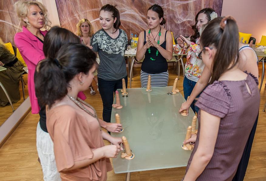 ロシアに実際にあるフェラチオ講座の光景がヤバすぎ(画像36枚)・17枚目