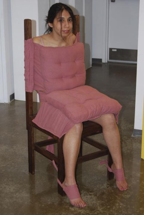 【※朗報】セレブが愛用するハメれる特殊家具がこちら (画像あり)・16枚目