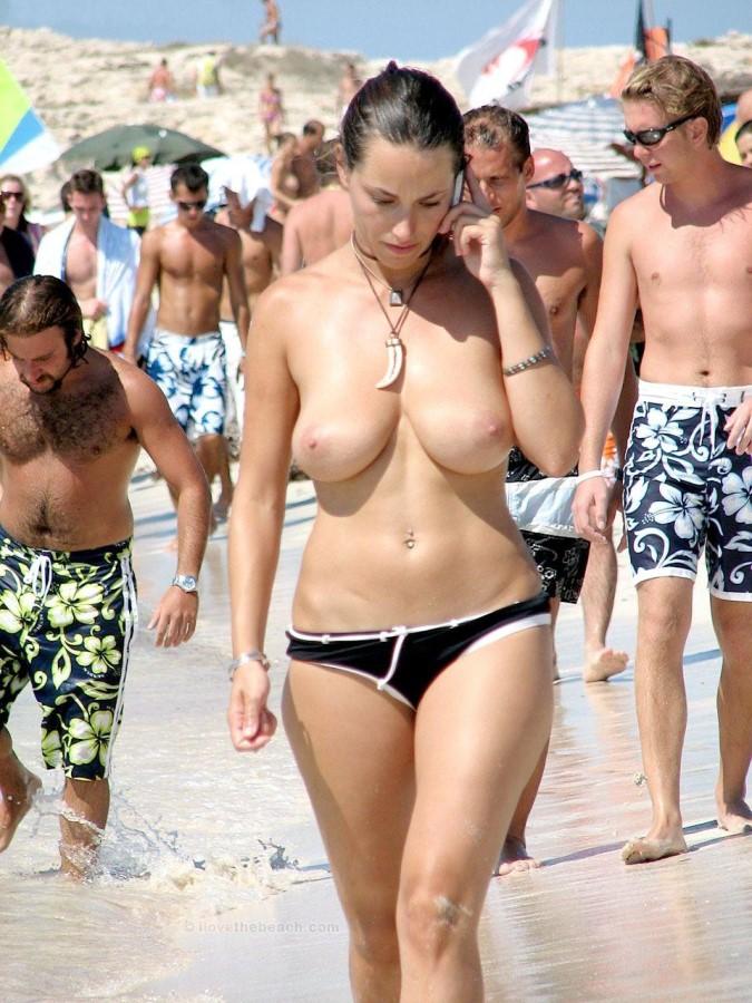 【勃起不可避】ヌーディストビーチにいた美少女がエロすぎるんだがwwwwwwwwwww(画像31枚)・18枚目