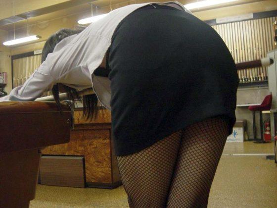 【※マンコ注意※】ビリヤード中に挑発してくる女の子(画像28枚)・16枚目