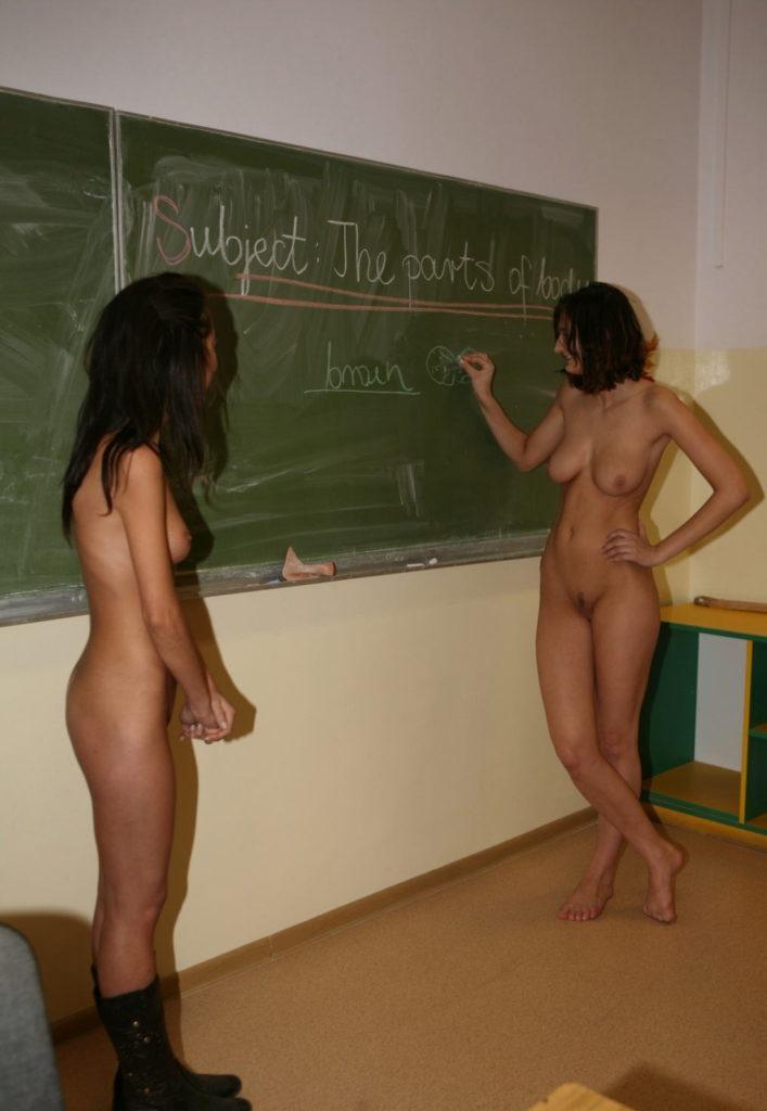 【※朗報】海外の学校で裸で授業を受けるが様子こちらwwwwwwwwwwwww(画像あり)・2枚目