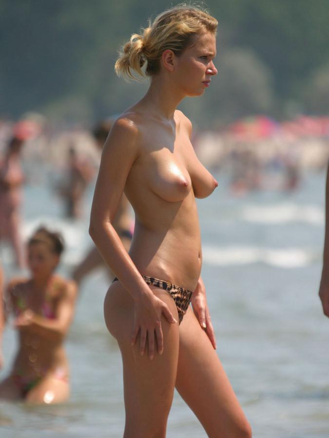 【勃起不可避】ヌーディストビーチにいた美少女がエロすぎるんだがwwwwwwwwwww(画像31枚)・21枚目