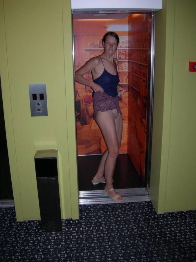 【エロ画像】エレベーターに乗り込むときの恐怖がこちら・・・・22枚目