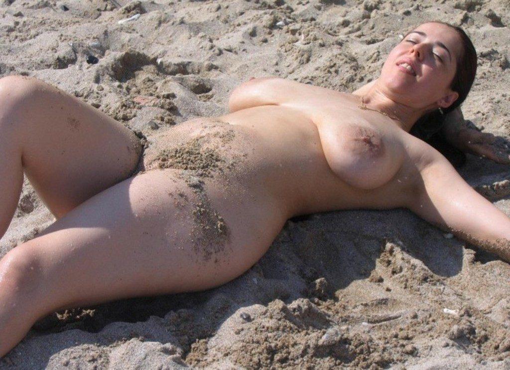 【勃起不可避】ヌーディストビーチにいた美少女がエロすぎるんだがwwwwwwwwwww(画像31枚)・26枚目