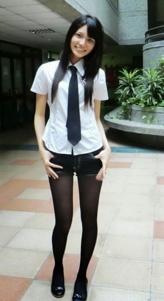 【※有能】タイトミニの制服がエロい韓国JKがぐうシコwwwwwwwwwwwwww(画像あり)・31枚目