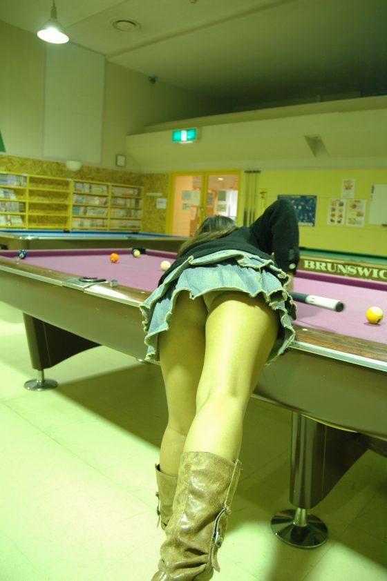 【※マンコ注意※】ビリヤード中に挑発してくる女の子(画像28枚)・27枚目
