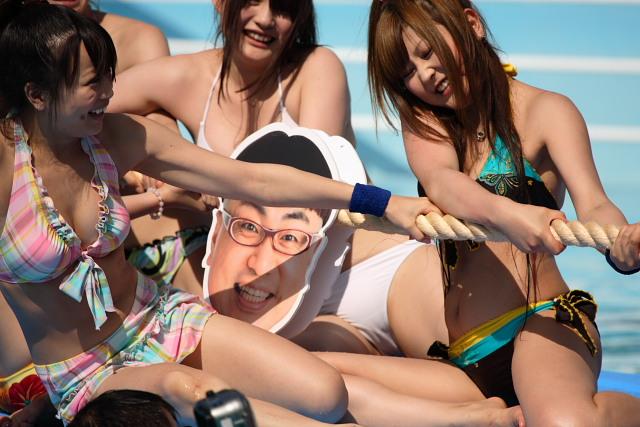 【画像あり】アイドルの水泳大会、今も昔も「ハプニング大会」だった件wwwww・35枚目