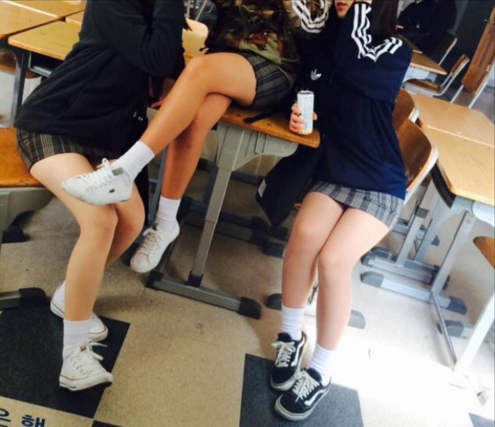 【※有能】タイトミニの制服がエロい韓国JKがぐうシコwwwwwwwwwwwwww(画像あり)・7枚目