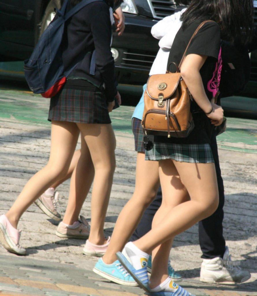 【※有能】タイトミニの制服がエロい韓国JKがぐうシコwwwwwwwwwwwwww(画像あり)・9枚目