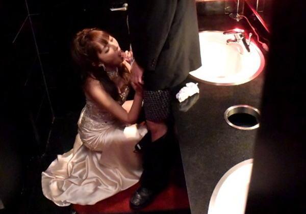 【※悲報※】キャバ嬢の枕営業の様子の写真が公開される・・・(画像あり)