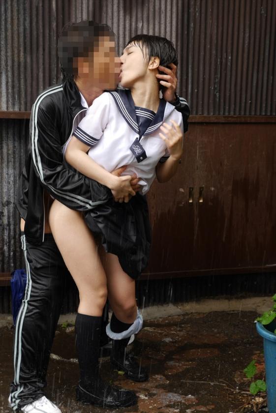 雨に打たれながらヤる女の色気が半端ないんだがwwwwwwwwwwww(画像あり)・1枚目