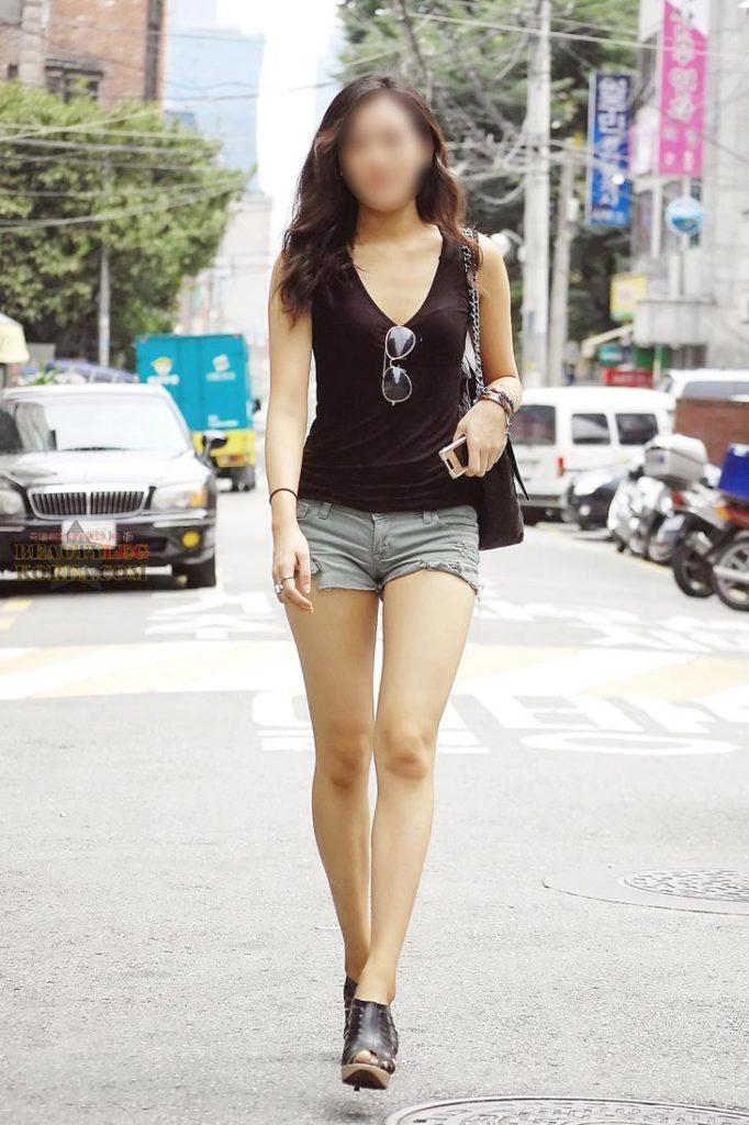 【街撮り】韓国の街に蔓延る美脚美女たち・・・パンチラゲットぉぉぉぉ!!!!!!・10枚目