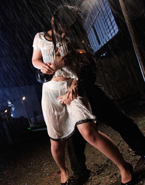 雨に打たれながらヤる女の色気が半端ないんだがwwwwwwwwwwww(画像あり)・14枚目