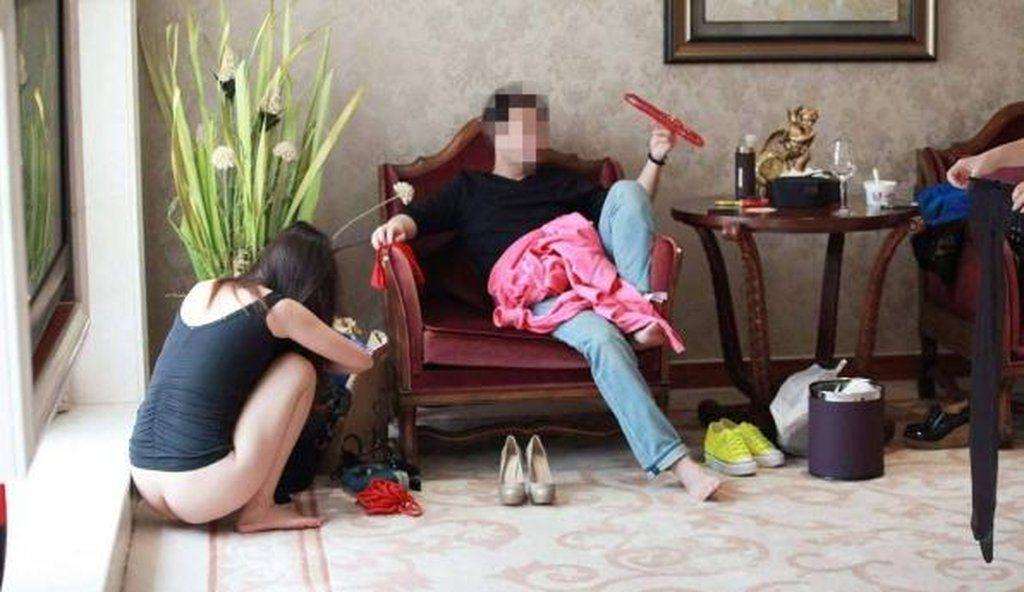 中国の勝ち組大富豪ジジイ、爆買いした女を自信満々で披露する(画像あり)・15枚目