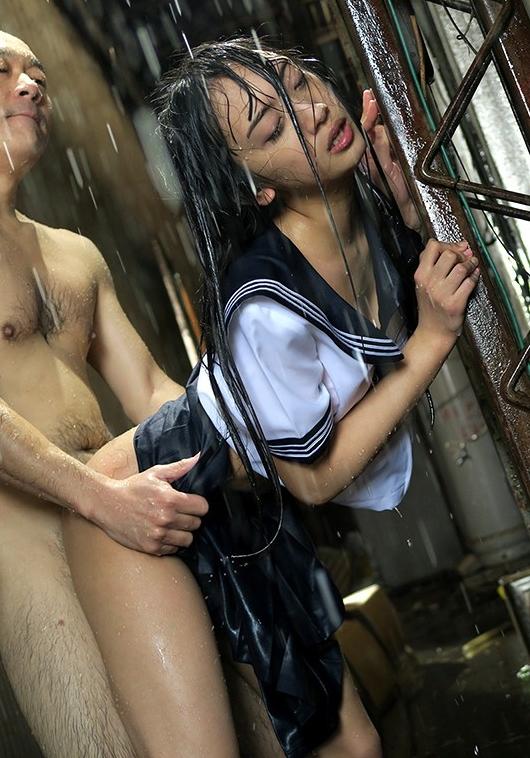 雨に打たれながらヤる女の色気が半端ないんだがwwwwwwwwwwww(画像あり)・16枚目