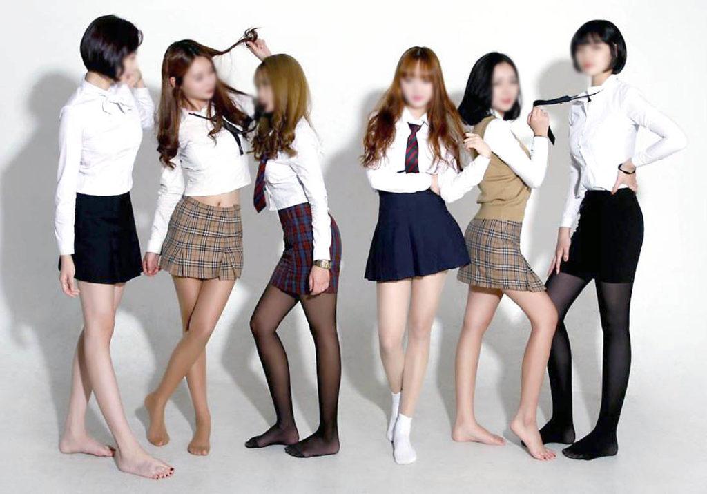 【勃起不可避】海外で凄いエロい制服の女子校が見つかる(画像あり)・18枚目