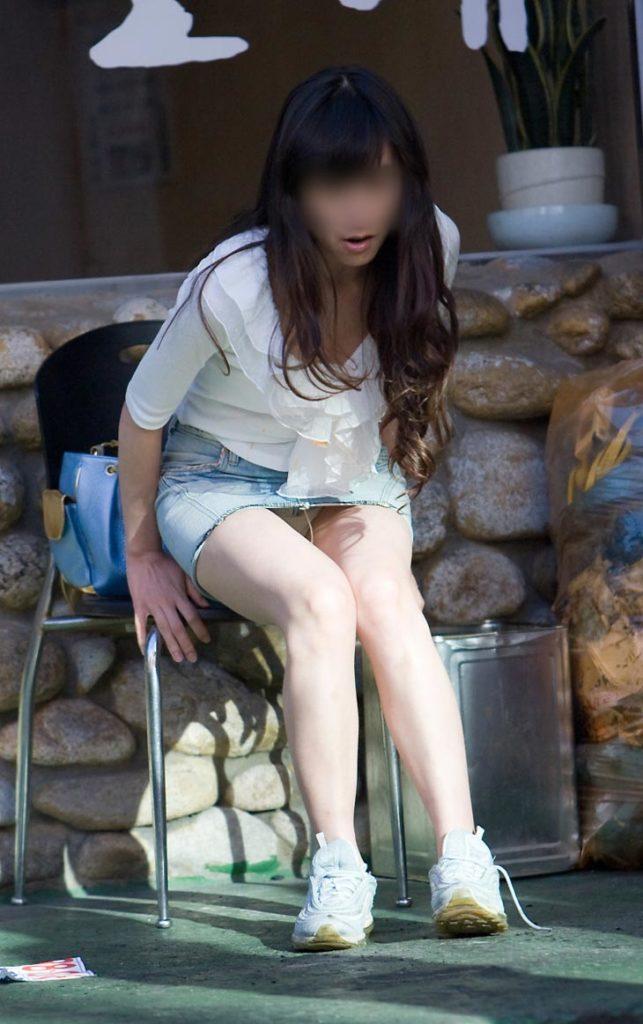 【街撮り】韓国の街に蔓延る美脚美女たち・・・パンチラゲットぉぉぉぉ!!!!!!・18枚目