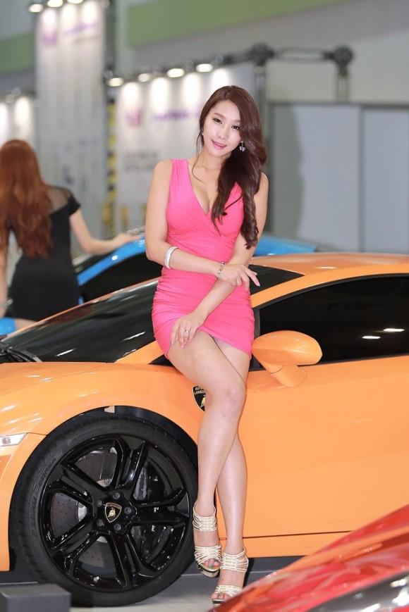 【※激写※】韓国の美人キャンギャル、ノーパン率が高かった模様・・・・・(画像あり)・2枚目