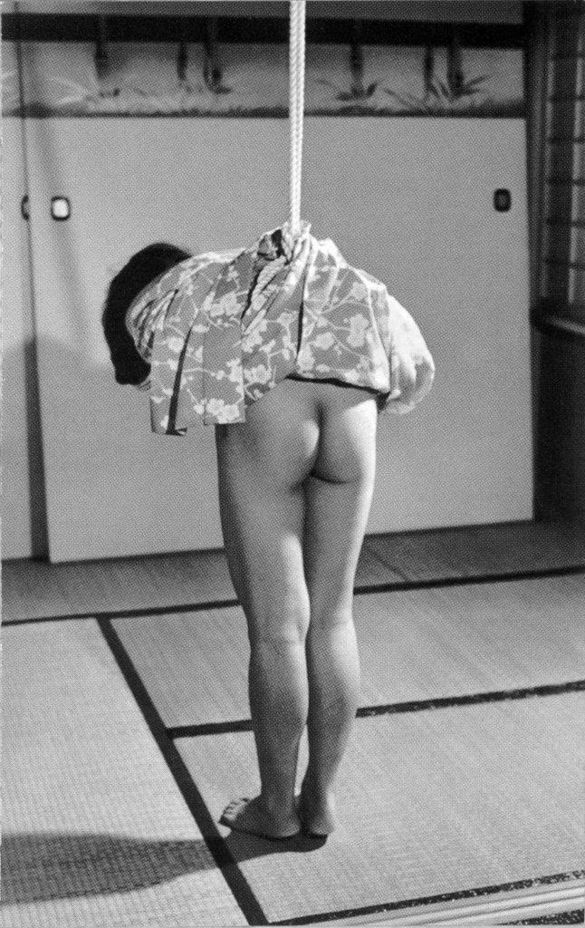 【画像】曾祖母のハメ撮り写真を発見してしまったんだが・・・・・・・・・・19枚目