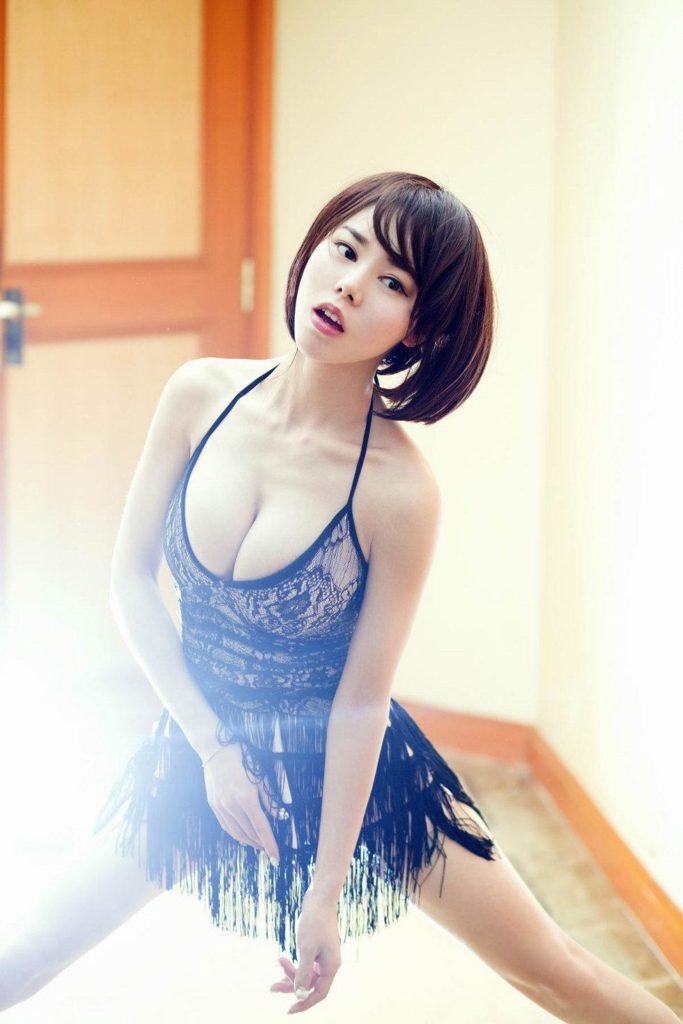 【画像】中国のモデル、ビーチク透けてるモデル乳首起ち過ぎ・・・(36枚)・24枚目