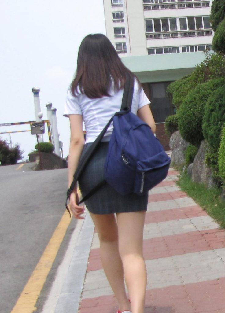 【勃起不可避】海外で凄いエロい制服の女子校が見つかる(画像あり)・27枚目
