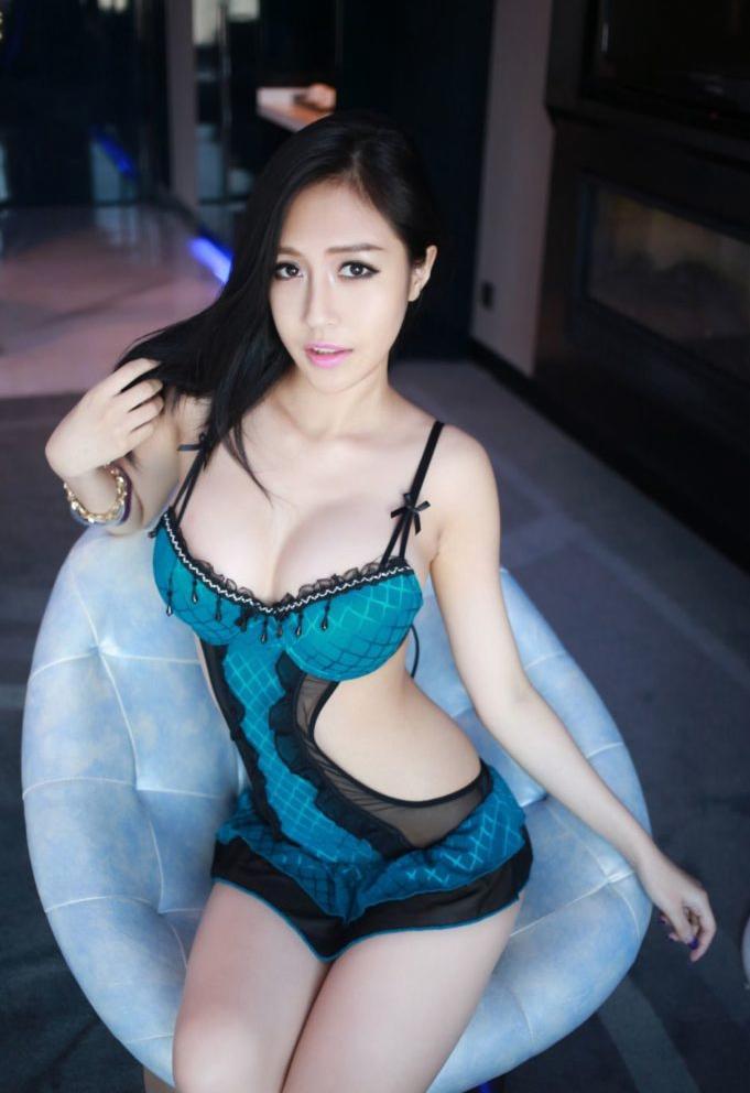 【画像】中国のモデル、ビーチク透けてるモデル乳首起ち過ぎ・・・(36枚)・29枚目