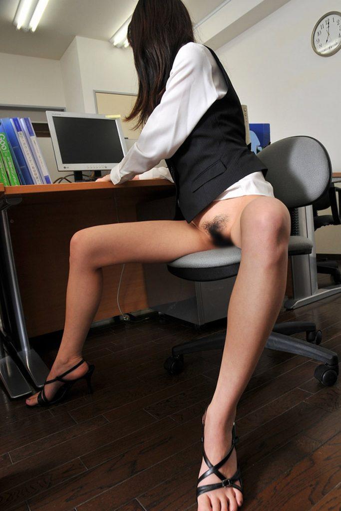 今年は女子社員の制服をさらにクールビズにしてみたんだがwwwwwwwwww(画像あり)・3枚目