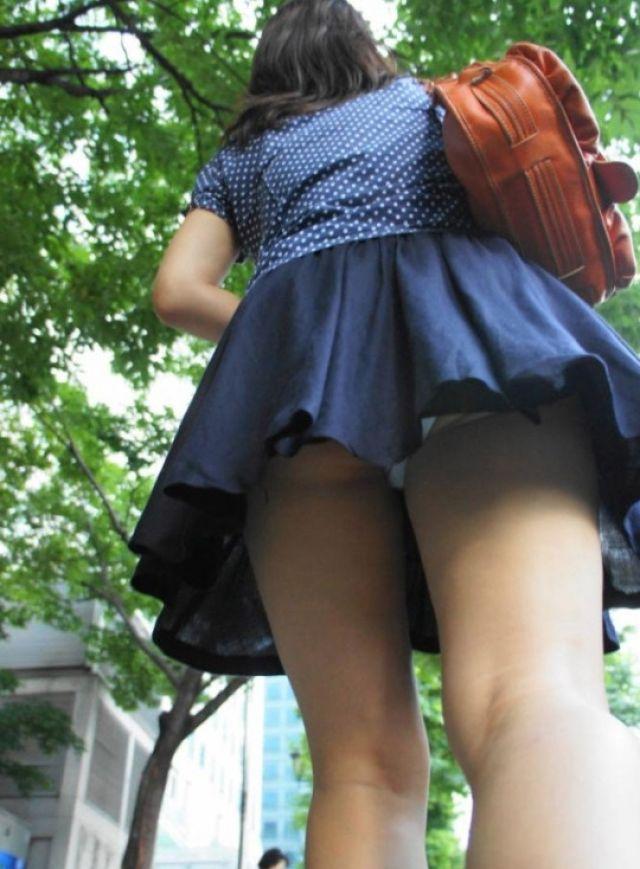 【街撮り】韓国の街に蔓延る美脚美女たち・・・パンチラゲットぉぉぉぉ!!!!!!・31枚目