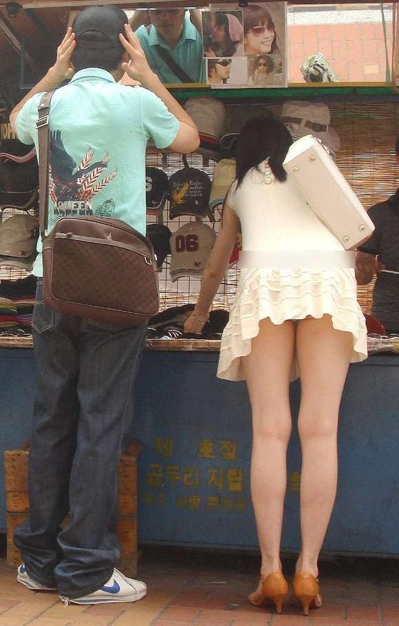 【街撮り】韓国の街に蔓延る美脚美女たち・・・パンチラゲットぉぉぉぉ!!!!!!・33枚目