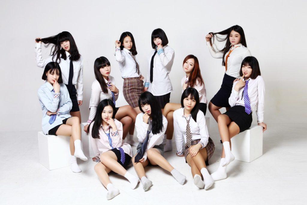 【勃起不可避】海外で凄いエロい制服の女子校が見つかる(画像あり)・34枚目