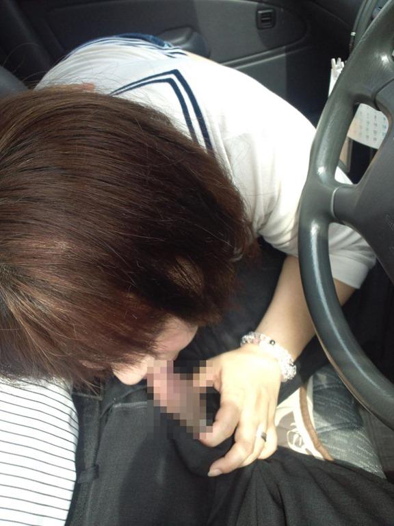 【事故注意】渋滞中にフェラしてくるまんさん、超有能wwwwwwwwwwwwwwwww(画像あり)・5枚目