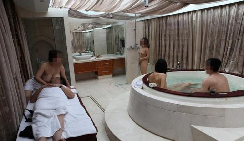 中国の勝ち組大富豪ジジイ、爆買いした女を自信満々で披露する(画像あり)・8枚目