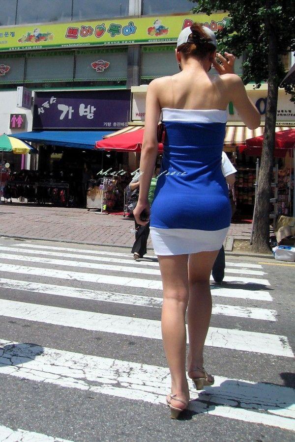 【街撮り】韓国の街に蔓延る美脚美女たち・・・パンチラゲットぉぉぉぉ!!!!!!・8枚目