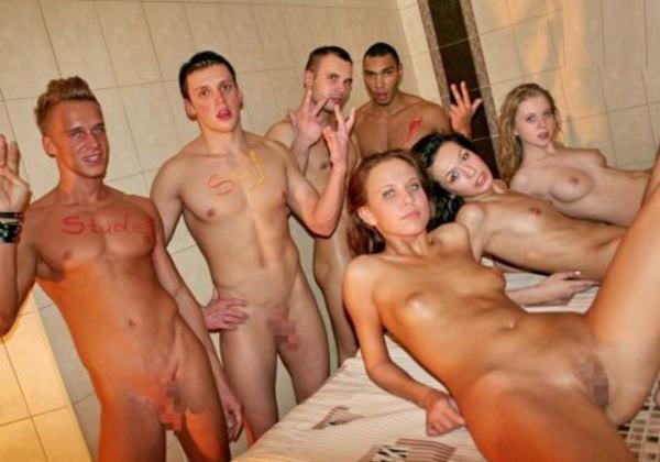 「SEXはみんなで楽しく」をモットーに開かれる乱交パーティをご覧下さいwww