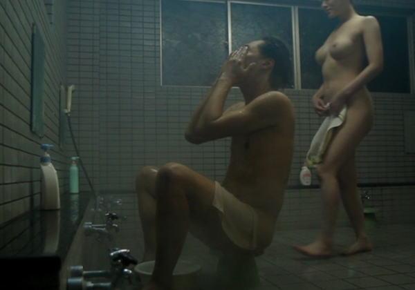 【閲覧注意】いきなり男風呂に潜入してきた痴女にチンコ食いちぎられる・・・・・(画像あり)