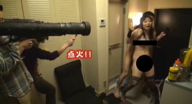 【※危険※】イキ狂った女が大暴走、ビール瓶で頭を殴って収拾する自体にwwwwwwwwww・3枚目