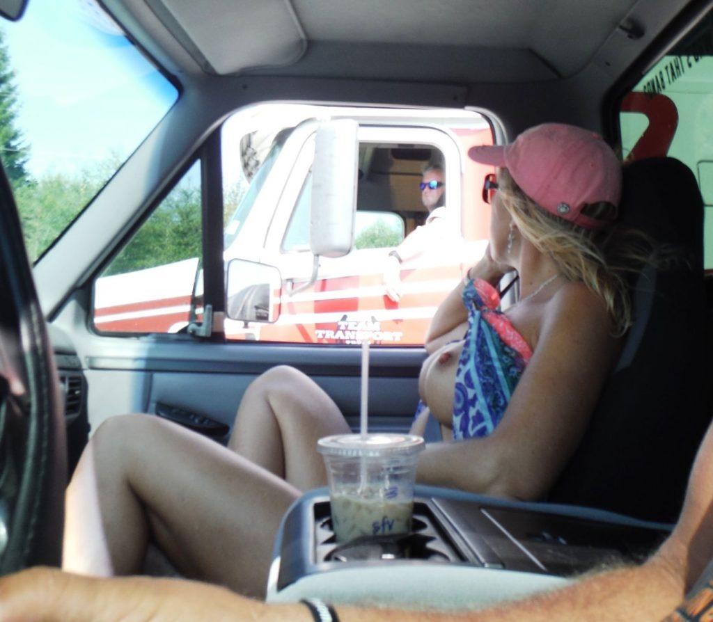 【※痴女注意】煽りまくる女だらけの車内の様子がこちら。(画像あり)・1枚目