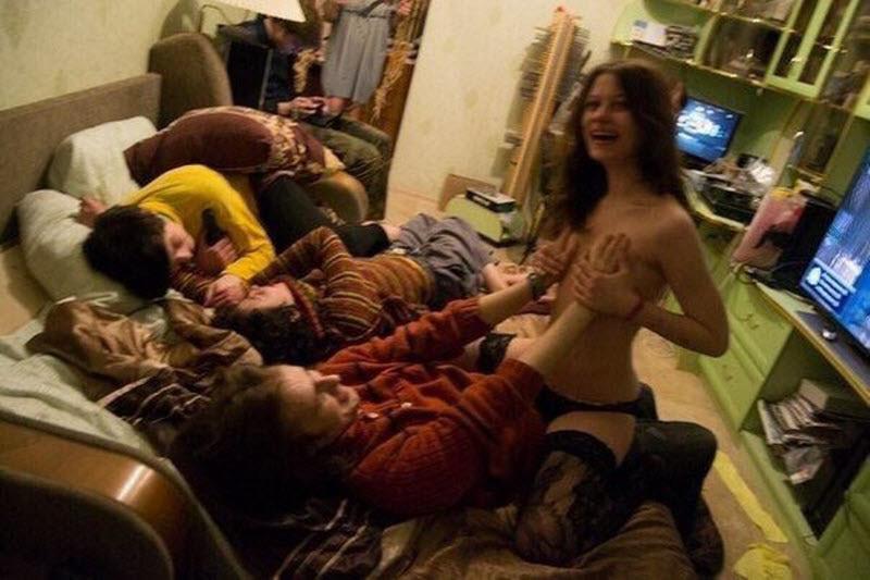 【朗報】最近の海外女子大生、当然のように乱パしまくるの楽しすぎワッロタwwwwwwwwww(※画像あり)・15枚目